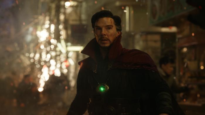 Benedict Cumberbatch spiller den arrogante læge, der bliver uselvisk troldmand i den underholdende og flippede superheltefilm, 'Doctor Strange'. Foto: Marvel/Disney