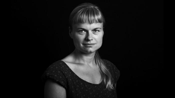 Redaktionschef og weekendredaktør på Information, Lotte Folke Kaarsholm, har sagt sin stilling op for at blive vært på Deadline på DR2