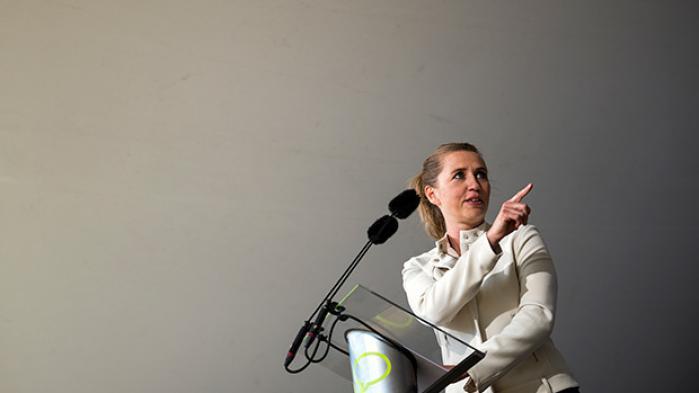 Mette Frederiksen bevæger sig selv ind i en farlig gråzone. Hvis hun vil stille lovforslag om forbud mod købesex, må hun gøre det. Og tale for sit forslag og se, om hun kan argumentere så godt, at et folketingsflertal finder grund til at se bort fra indvendingerne