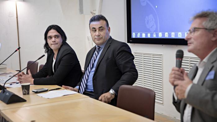 Forlagsdirektør Bjarke Larsen (til højre) er ordstyrer ved debatmødet 'Islam og ateisme', hvor blandt andre den politisk forfulgte blogger Waleed al-Husseini og folketingspolitikeren Naser Khader (K) taler om farerne ved at være frafalden.