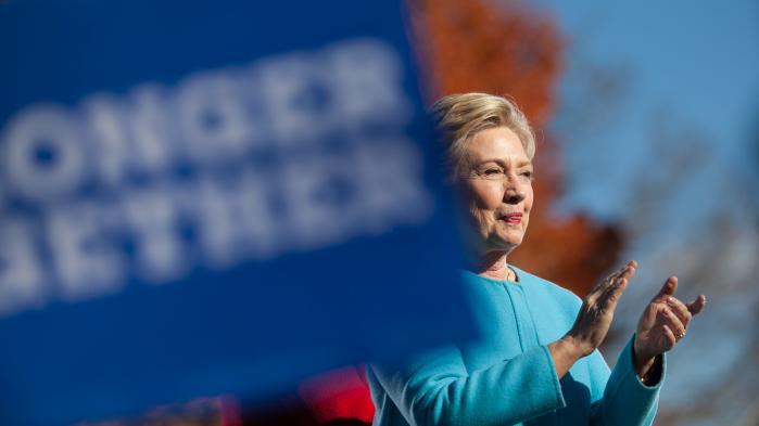 Clinton-kampagnen og de mange demokrater, der stiller op til Kongressen og politiske embeder i delstaterne, har i de sidste par uger haft let ved at slå mønt af Trumps misogyne udfald. Lige nu står Clinton til at vinde de kvindelige vælgere med flere procentpoint end Barack Obama i 2012