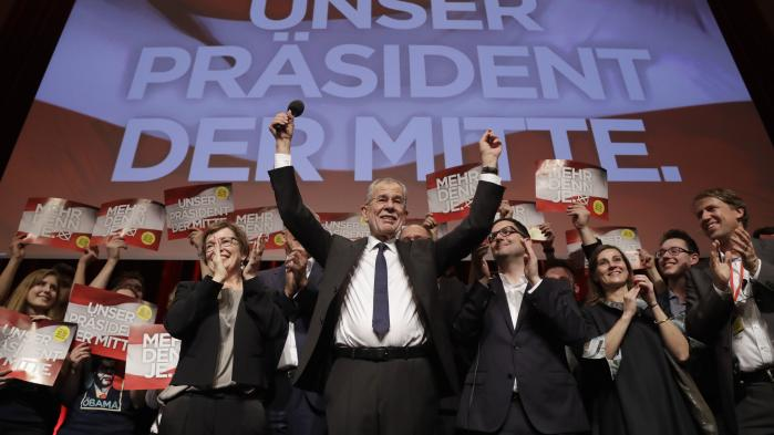Den nye præsident i Østrig, Alexander Van der Bellen, er fuldblods EU-fortaler og denne fasthed i en tid med britisk udtræden kan have givet ham et mærkbart rygstød, idet Frihedspartiet har flirtet med tanken om et 'Öxit'. Atlså en østrigsk udtræden af EU.