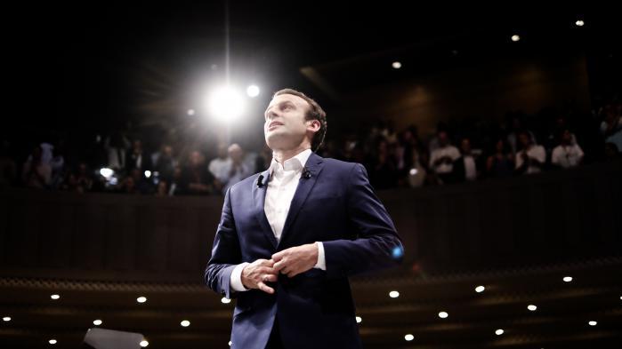 Emmanuel Macron, Frankrigs tidligere økonomiminister, er feltets sorte hest i kampen om at blive Socialisternes præsidentkandidat, Han kører sin helt egen kampagne på en reformistisk platform uden egentligt partiapparat i ryggen, men med opbud af ungdommelig charme – han er kun 38 år.