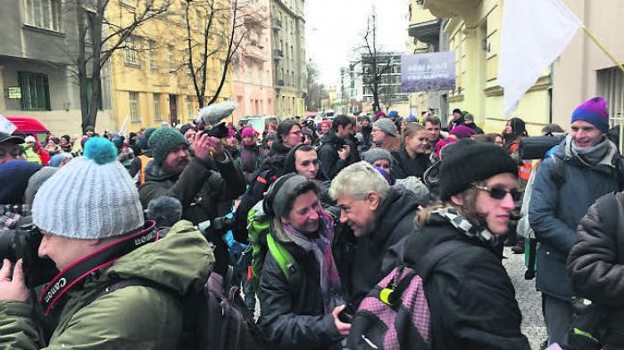En lille halv snes deltagere i marchen – herunder Informations udsendte – kan nu sætte et flueben ud for 'Berlin-Prag, til fods'.