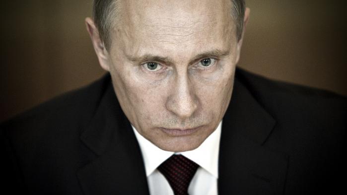 Med præsident Trumps nye isolationskurs er den unipolære verdensorden, Putin tordnede imod, blevet en saga blot, uden at den retsbaserede tilgang til geopolitik og accentuering af FN's rolle, som Putin for ti år siden plæderede for, er rykket nærmere.