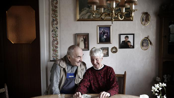 Svend og Lissi Hansen bor i Holeby på Lolland. De får ikke megen glæde af regeringens planer om en ny boligskat, men 'det der politik, det ved vi ikke så meget om', forklarer Svend.