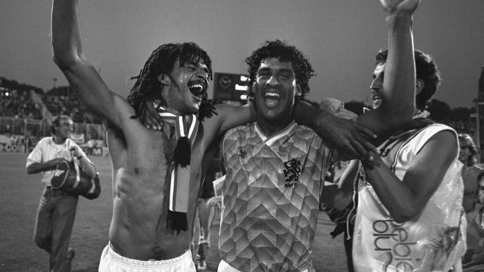 Nøglespillere på det hollandske hold ved EM i 1988 var Frank Rijkaard (i midten), Ruud Gullit (til venstre) og Gerald Vanenburg. Alle tre havde surinamske rødder, mens de tyske og russiske hold stadig var helt hvide. Hollænderne spillede sprudlende fodbold, og sejren blev set som et symbolsk udtryk for Hollands multikulturelle idyl.