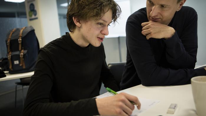 'Jeg tror ikke, jeg havde fået 10 i dansk stil, hvis ikke jeg havde mødt ham,' siger anbragte Sebastian om sin mentor, Kim Hagen.