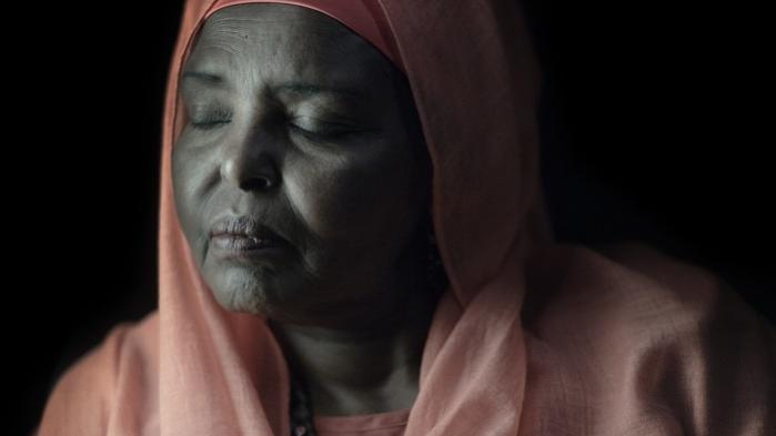 Inden hun blev fyret og senere flygtede til Danmark, var Maryam Mursal en berømt sangerinde på teatret i Mogadishu i 1960'ernes Somalia. Nu er hun stjernen i et dansk teaterstykke, der vil vise publikum, at Somalia er meget andet end pirater, terrorisme og borgerkrig
