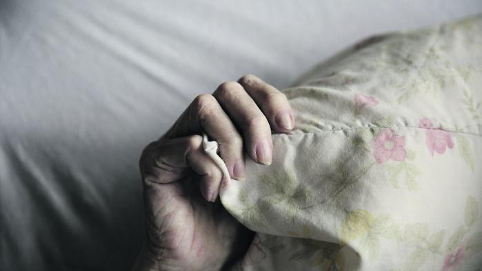 Syv ud af ti danskere vil ellers allerhelst dø hjemme, men det er krævende for sundhedsvæsnet – blandt andet fordi hjemmeplejen er presset på tid.