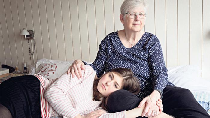 Emilie Lykke Nielsen på 16 og hendes mormor Birthe Skødt på 71. De har ikke altid været så tætte, men så begyndte de at dele interesser