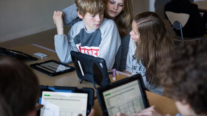 I stedet for at anse computeren som en naturlig del af undervisningen i skolerne og uddannelsessystemet bør man ifølge Bjarne Stroustrup, professor i datalogi ved Columbia University og opfinder af programmeringssproget C++, som udgangspunkt anse computeren som 'en distraktion'.