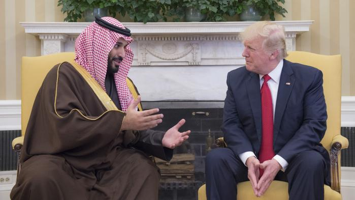 Saudiarabiens forsvarsminister, prinsMohamed bin Salman Abdulaziz Al Saud, afgav under sit møde med præsident Trump afgive løfter om at investere i amerikansk infrastruktur og derved skabe amerikanske job.