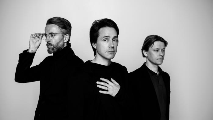 Mew er blevet en trio. Guitarist Bo Madsens exit har tvunget de resterende tre medlemmer i bandet ind i nye, uvante formationer.