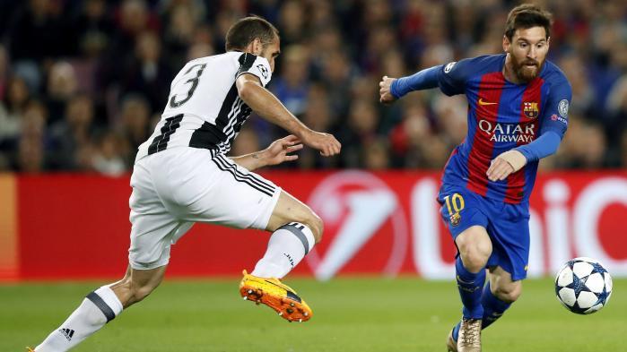 Da Messi afgjorde kampen få sekunder før tid, blev jeg bekræftet i, at midt i denne skærmenes totale ændring af vores daglige tilværelse er der en gammel sandhed: Live-fodbold på tv mister aldrig sin monumentale tiltrækningskraft
