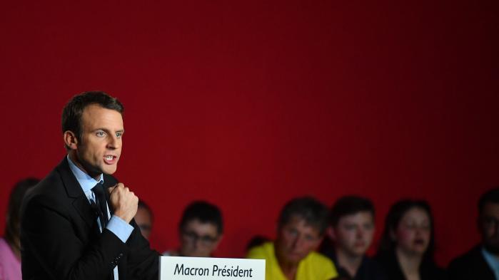 François Fillon har i nederlagets stund forladt posten som højrefløjens leder, men partiet står nu i lige så stort et dilemma som venstrefløjen. En republikansk støtte til Macron til præsidentvalget kan betyde et stort tab for partiet ved parlamentsvalget