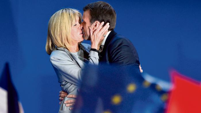 Blandt andet på internettets mødding, websitet 4chan, bliver Madame Macron kaldt alt fra pædofil til pervers og mange – også pænere – udenlandske medier kalder hende 'cougar'. Spekulationerne er mange: Er hun en slags Lady Macbeth? Er han i virkeligheden ude efter hendes datter? Er han homoseksuel? Eller lider han af et ødipuskompleks?