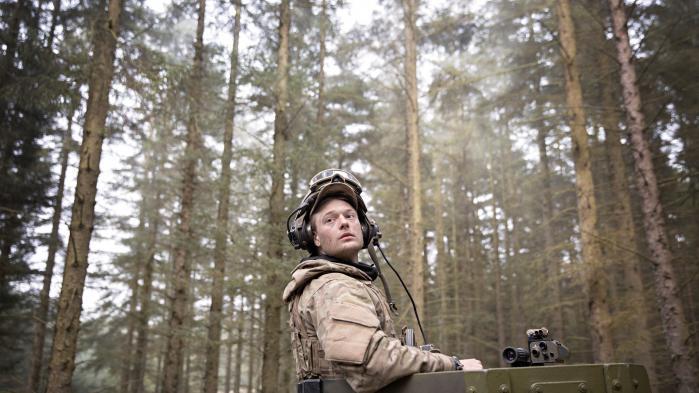 Forsvaret har flyttet sit fokus fra ørkenkrig til kamp i Europas urskove. Information har væretpå øvelse i Oksbøl.
