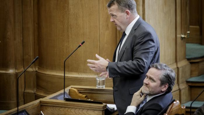 Udenrigsminister Anders Samuelsen ville til et åbent samråd ikke svare på, om udskiftningen af den nuværende generalkonsul med Bertel Haarder var en del af aftalerne ved dannelsen af VLAK-regeringen, menhenviste til, at det er et internt regeringsanliggende.