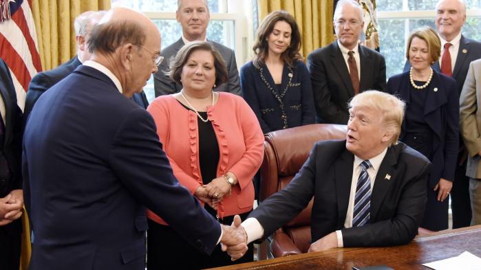 Donald Trump har i denne uge virket deprimeret over, hvor vanskeligt det egentlig har været for ham som præsident at få gennemført noget konkret og vedvarende i løbet af de første 100 dage i Det Hvide Hus
