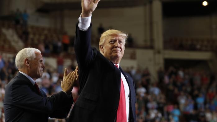 Donald Trump er skamløsheden inkarneret. Han er firsernes yuppie, som er blevet en ældre herre. Den eneste, som tilsyneladende begrænser ham, er hans datter, karrierekvinden Ivanka Trump, som er næste generations yuppie