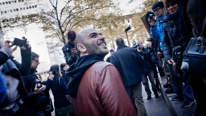 Journalist og forfatter Roberto Saviano er blandt dem, der på den seneste har blandet sig i den ophedede italienske fylgtningedebat. 'Vi er vidner til kriminaliseringen af mennesket som sådan – også når det af sult må rode i skraldespande for at tage, hvad andre har smidt væk,' skriver han i La Repubblica.