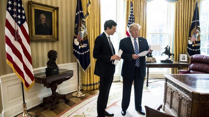 Trump og Kushner i Det Hvide Hus i april. Nu har sagen kaldet Russiagate udviklet sig, så også præsidentens rådgiver – og svigersøn – er blandet ind i den.