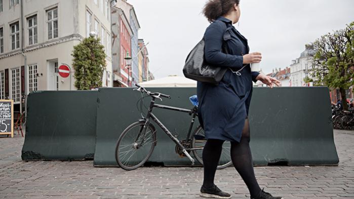 'Introduktionen af betonblokke i byrummet har synliggjort behovet for en offentlig debat om, hvor vi som brugere og beboere i København vil hen med anti-terrorarkitekturen,' siger Martin Trandberg Jensen, adjunkt ved Aalborg Universitet og i gang med et forskningsprojekt om betonklodserne, byrummet og sikkerheden i København