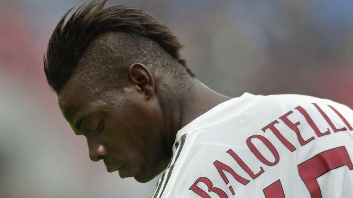 Mario Balotelli er blandt de spillere i italiensk fodbold, der har måttet lægge øre til racistiske ytringer. 'Der findes ingen sorte italienere,' sang modstanderholdenes fans, da han spillede for først Inter og siden Milan.
