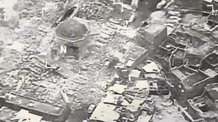 Al-Nuri moskeen i Mosul, Irak blev ødelagt af IS i onsdags.