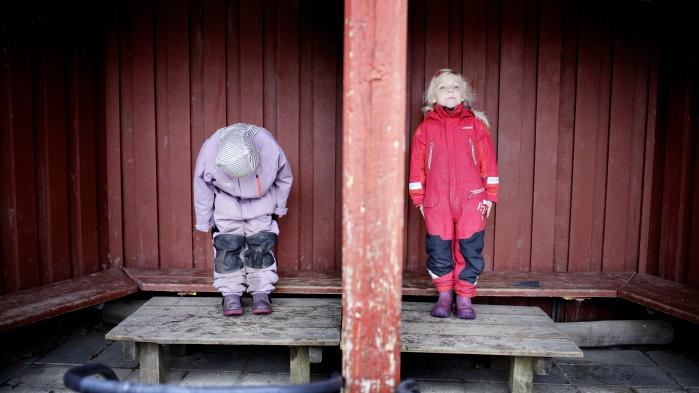 Populære børnestereotyper som 'det robuste barn' hører ikke hjemme i afdelingen for spøg og skæmt. De erobrer nemlig scenen. Forsimpler vores forståelse af, hvad der skal til for at hjælpe børn med at håndtere livets udfordringer i et komplekst samfund.