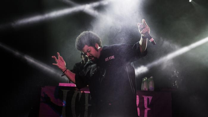Det er i hiphoppen, at de udsatte og undertrykte kommer til orde. Her ses den legendariske rapper Ice Cube, der er et af hovednavnene på åres Roskilde Festival.