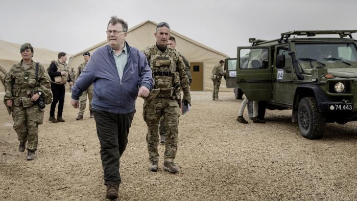 Forsvarsminister Claus Hjort Frederiksen besøgte i marts den danske del af Asad-basen i Irak. Det er på denne base, at de danske soldater har fået mistanke om, at irakerne bruger tortur.