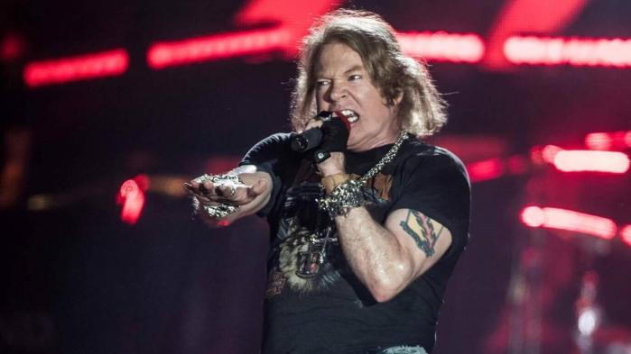 Da Guns N' Roses gæstede Roskilde Festival i 2006 med et vrag, ja vrag, af en koncert, var Axl Rose den eneste fra den originale besætning. Men denne aften i Parken er han flankeret af den mere end legendariske guitarist Slash og af bassist Duff McKagan, der også var med i den oprindelige besætning
