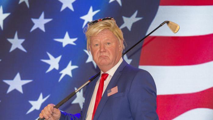 Jan Schou leverer en af sommerens heftigste Trump-parodier i Carl-Erik Sørensens tekst 'På golfbanen' i Rottefælden.
