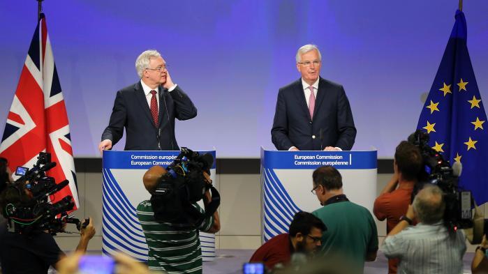 Den britiske Brexit-chefforhandler, David Davis, og den franske EU-Brexitforhandler, Michel Barnier, trådte efter anden forhandlingsrunde om Brexit i torsdags frem for pressen og kunne rapportere om … absolut ingenting.