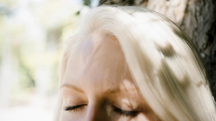 Efter tre et halvt år med hastmisbrug tog Lotus en snak med en psykolog på produktionsskolen. Ved hjælp af Ro på Rusen kom hun ind i en samtalegruppe med andre unge, der også havde problemer med hash. Herefter begyndte hun langsomt at trappe ned.