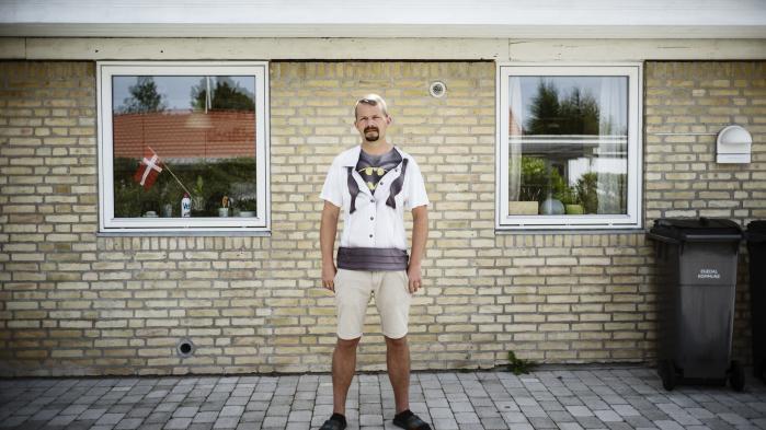 Jesper Munch bliver beskyldt for at være både racist, nazist og fascist, når han går ind i debatter på Facebook. Han ved godt, at man til tider må være kontroversiel for at få gang i en god debat.