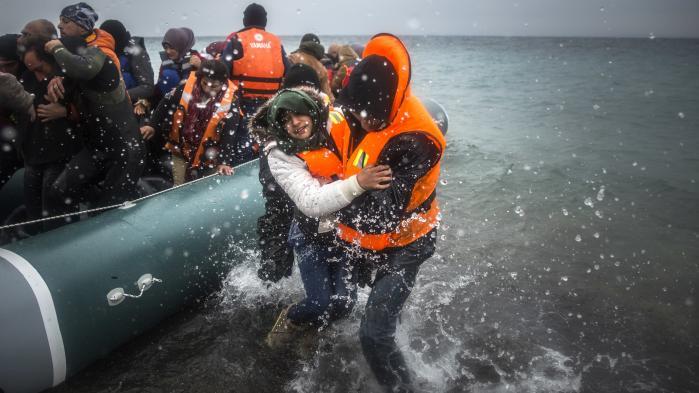 Italien står lige nu med valget mellem at lade bådflygtningene dø på havet eller at blive forvandlet til en opsamlingslejr for næsten hele den irregulære indvandring til EU. Det gavner kun EU-modstanderne, så Italiens umulige dilemma er faktisk hele EU's problem