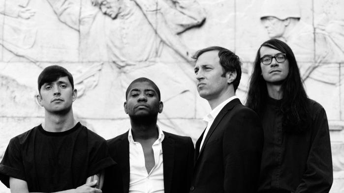 Algiers plade er et eksempel på, hvordan radikal politik bliver til radikal æstetik, for bandet er nødt til at nedbryde genrerne med en sjælden voldsomhed for at de kan få deres musikalske udsagn om antikolonialisme og antikapitalisme frem.