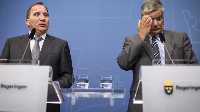 Flere ministre står til at blive væltet i Sverige efter et læk af følsomme persondata fra Transportstyrelsen. Sagen har rystet den danske regering, der var overbevist om, at ministeransvar for længst var afskaffet i Nordeuropa