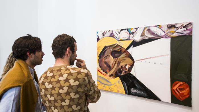 Forfatter og kunstkritiker Hanno Rauterberg fremhæver i sit essay blandt andre den hvide maler Dana Schutz, som blev udsat for hård kritik, da hunportrætterede liget af den sorte dreng Emmett Till.