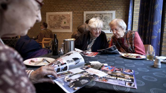 Pensionister på Lokalcenter Møllestien i Aarhus.I de seneste år er der sket et massivt ryk væk fra traditionelle, garanterede pensionsordninger til fordel for de såkaldte markedsbaserede ordninger, hvor kunderne ingen garanti har for forrentningen af deres opsparing.