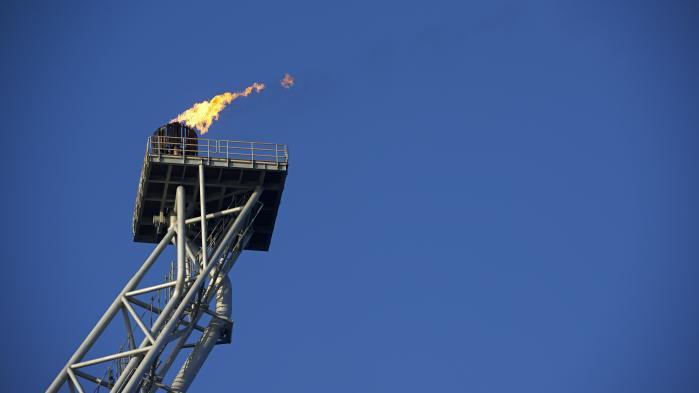 Salget af Mærsks olie- og gasforretning til en fransk koncern vækker bekymring hos Enhedslisten, mens partierne bag den seneste Nordsøaftale fra marts forventer, at regeringen sørger for, at det udenlandske selskab lever op til de samme krav som Mærsk