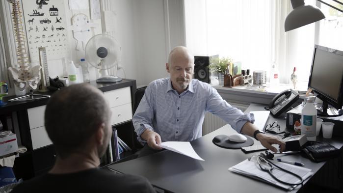 'Jeg har oplevet et system, der sagsbehandler nærmest i det uendelige. Et system, hvor det er umuligt for borgeren at finde ud af, hvor forløbet bærer hen, og hvor man parkerer mennesker med meget ringe funktionsevne i årevis uden at lytte til egen læges vurderinger,' siger Anders Beich.