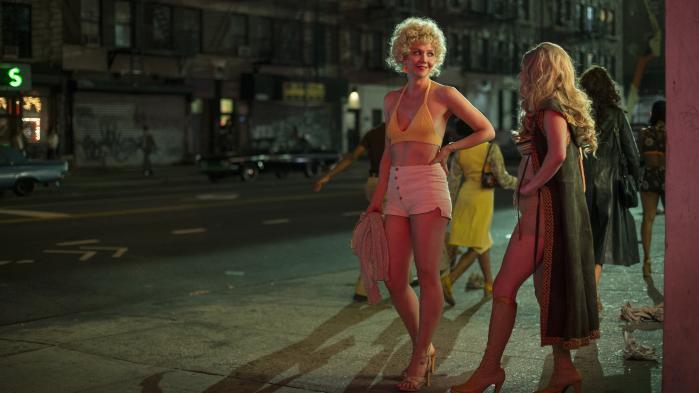 I HBO's nye serie, The Deuce, møder vi en kulørt palette af karakterer: alfonser, sexarbejdere, moralsk udmattede politifolk. Vi er tilbage i et dystert årtis trashede, grafittioversprøjtede Times Square med tarvelige neonlys, stigende kriminalitet og sexshops.