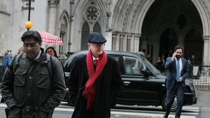 James Thornton fra Client Earth foran retten i London. Som advokat har han dedikeret sit virke til at kæmpe for klimaet og har ført en række retssager om klima og miljø.