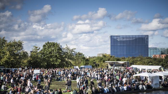 Efter store folkelige protester mod byggeri på Amager Fælled besluttede den socialdemokratiske overborgmester Frank Jensen i går at droppe planerne om at bygge på den del af Amager Fælled, hvor det oprindeligt var planlagt.