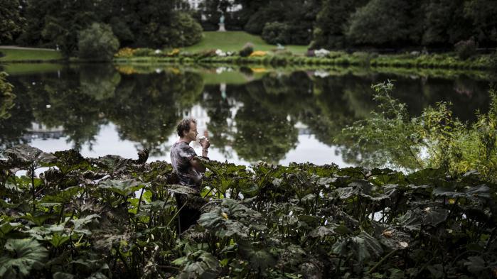 For Timothy Morton hænger vores manglende evne til at håndtere klimakrisen sammen med en forkert opfattelse af naturen som noget, der er løsrevet fra os selv.