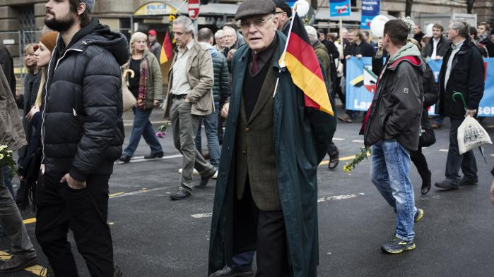 Merkels konservative parti, CDU, har i årevis fortrængt dets nationalkonservative tradition. Det har skabt et tomrum for højrenationale bevægelser som Alternative für Deutschland (AfD), mener dagens kronikør. Her en demonstration for netop AfD i 2015.
